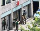 Полиция проникла в здание